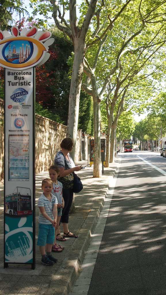Barcelona met de hop on hop off bus: go or no go? Lees nu onze ervaringen op KidsErOpUit.