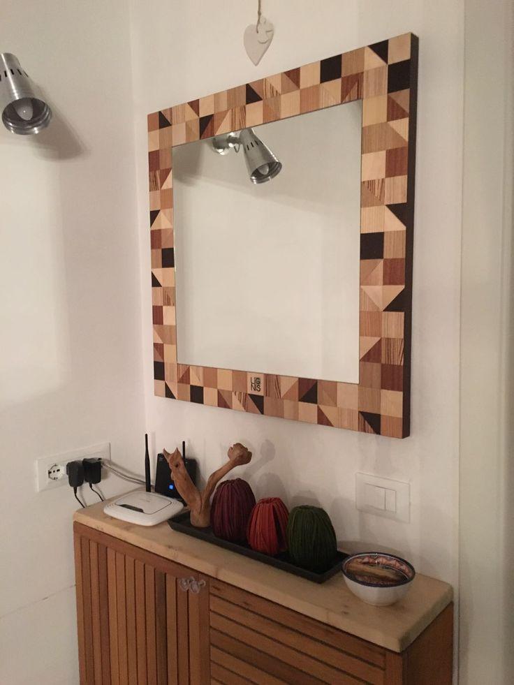 Angolo della mia casa, con specchio progettato dal mio studio www.diversa-mente.com per l'azienda Lignis, e mobiletto/console realizzato con passerelle da bagno di ikea