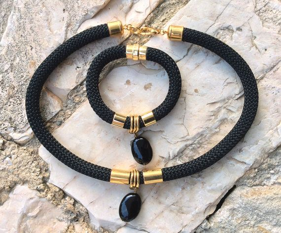 VENTA negro escalada juego de joyería cordón, cuerda, onyx negro, collar y pulsera, oro color elementos, joyería hecha a mano, regalo para ella