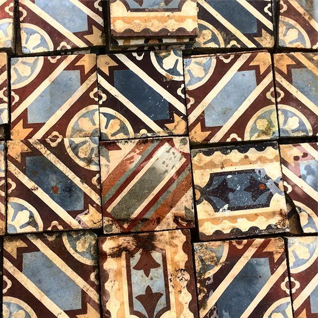 #antique #floor #tiles #antiques #vintage #floortiles #treasure #oldhousecharm #floortile #forsale #antiqueshop #archtitectural #antiques #shipingworldwide #tinosisland #athens #motives #concretetile #interior #colors #retrohome