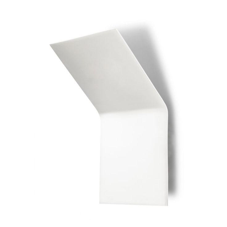 Lámpara aplique de pared Ágata 28, fabricado en aluminio. Es un aplique de pared que genera iluminación indirecta.