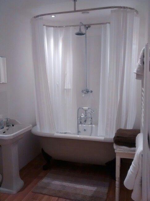 Classic bathroom rolltop clawfoot bath oval shower
