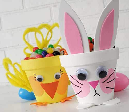 Easter Flower Pots. Bring in the spring with these bunny and chick pots. This project was created with several Apple Barrel paint colors. #plaidcrafts #crafts #easter-could be cute teacher gifts.