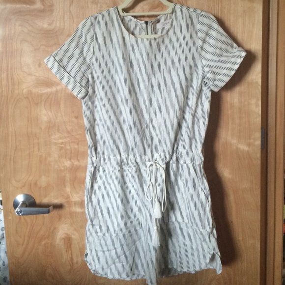 """LOFT cotton summer dress Very cute dress with fun pattern, nice and lightweight for summer. Off white with black pattern. Easy casual fit with tie detail, which you can adjust depending on how you want the dress to look. In great condition, no damage or stains. 100% cotton. Hits me right above the knee and I'm 5'4"""". Friendly to petites but taller girls can wear it if they want a shorter hem look. LOFT Dresses"""