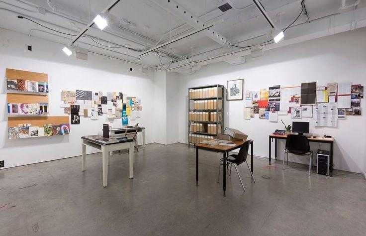 Le temps d'un anniversaire, la salle d'exposition d'Artexte a été transformée en une sorte de capsule temporelle.