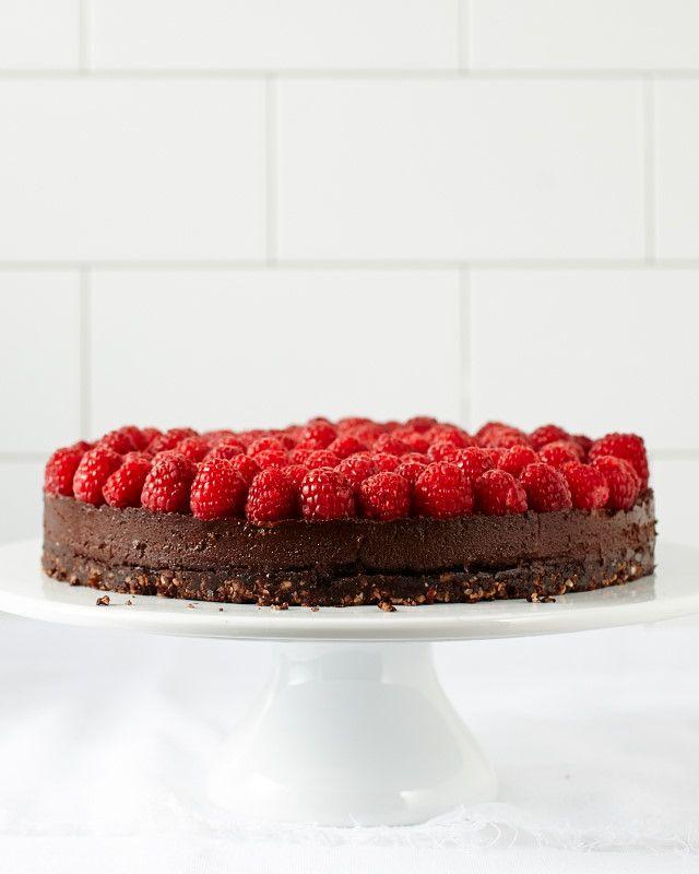 Chocolate Hazelnut No-Bake Cake (gluten/grain/dairy-free, naturally sweetened)