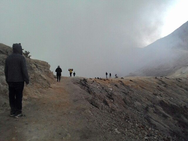 Unforgettable moment on Ijen Crater