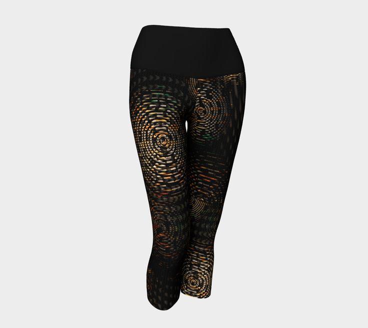 Dark colored concentric circle weave pattern yoga capri leggings
