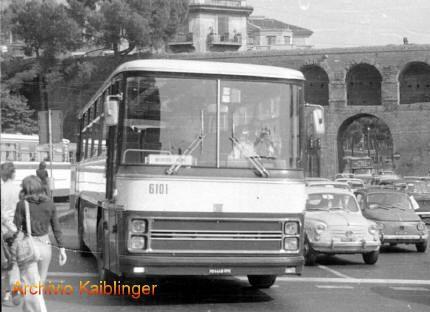 Autobus Fiat 343L carrozzato Cameri (vettura 6101 STEFER), un simbolo del trasporto extraurbano degli anni '70 ed '80.