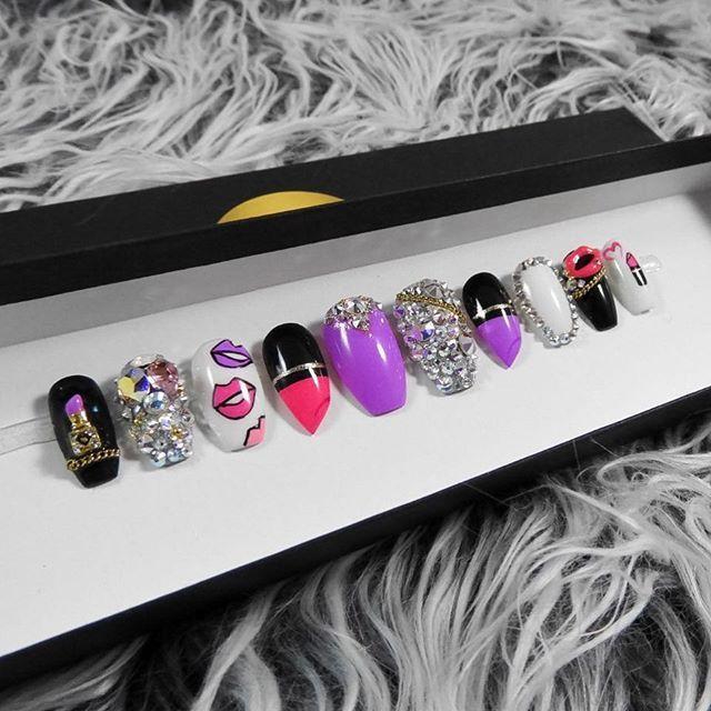 Tag a #makeupjunkie Shop LINK IN BIO #pressonnails #pressons #nails #customnails #nailpolish #naildesign #instanails #nailart #nailshapes #coffinnails #nailstagram #stilettonails #nailsofinstagram #nailsoftheday #nails2inspire #makeup #mua #makeupartist #cute #beauty #nailmail #hudabeauty #vegas_nay #nailporn #nailswag #swarovskinails #lipstick #lipstickjunkie