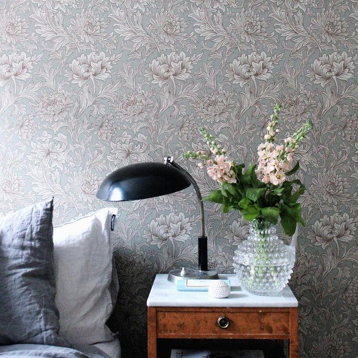 """Tapet till vardagsrum. William Morris - """"Chrysantemum Toile"""" & färgen heter blå/grön/turkos"""