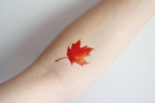 28 Pequeños y sencillos tatuajes para mujeres. Hoja de arce japonés