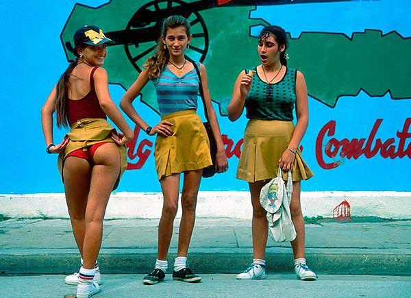 JINETERAS Escrito por ROBERTO WONG En Cuba todo es impredecible asi que no me atrevo a decir que cosas como esta sucederán pero tampoco me atrevo a descartarlo del todo... http://www.conexioncubana.net/cuentos-error-tedios/3450-jineteras