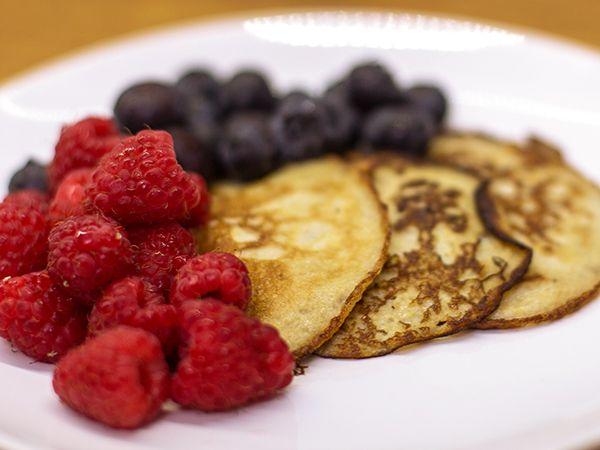 Nyttiga pannkakor gjorda på ägg och banan. Passar lika bra som frukost, mellanmål eller dessert.