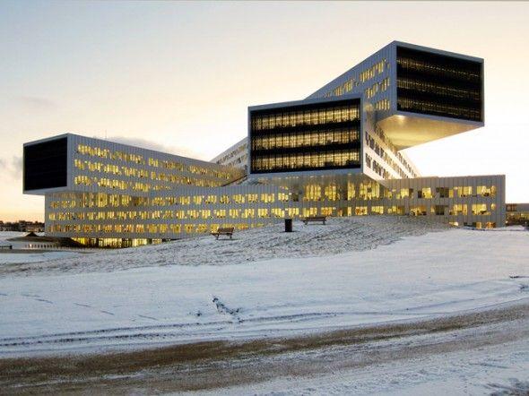 Les nouveaux bureaux régionaux et internationaux de Statoil à Fornebu ont été nominés pour la catégorie Best Office & Business Development à l'exposition MIPIM à Cannes. C'est la première fois qu'un projet de construction norvégien est nominé pour MIPIM Awards, qui est considéré comme l'équivalent d'un Oscar de l'industrie de l'immobilier. Le bâtiment proposé a été conçu par le cabinet d'architectes norvégien a-laboratoire, à la commission du développeur informatique Fornebu.