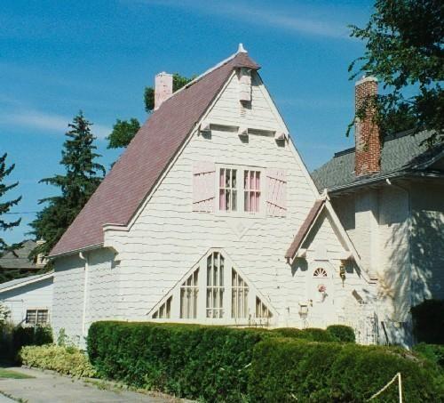Life sized doll house, Regina, Saskatchewan