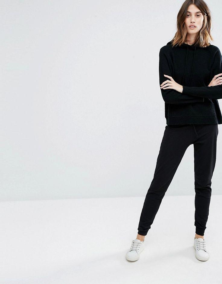 ¡Cómpralo ya!. Joggers slim de Warehouse. Pantalones de chándal de Warehouse, Tejido elástico, Cinturilla con cordón ajustable, Puños ajustados, Corte pitillo ajustado al cuerpo, Lavar a máquina, 96% poliéster, 4% elastano, Modelo: Talla UK 8/EU 36/US 4; Altura de 179 cm/5'10,5. ACERCA DE WAREHOUSE Presentando tendencias de temporada, Warehouse ofrece una colección de prendas que marcan tendencia, con estampados intensos y confecciones con cortes limpios que marcan el estilo de la fi...