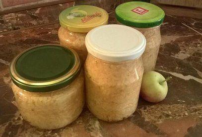 Zavařená strouhaná jablka do štrůdlu - recept. Přečtěte si, jak jídlo správně připravit a jaké si nachystat suroviny. Vše najdete na webu Recepty.cz.