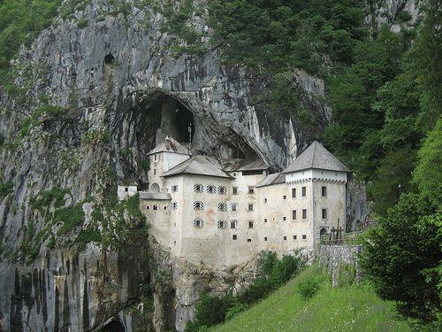 slovenia: Slovenia Predjama, 101 Places, In Places, Castillo Cueva Eslovenia, Amazing Places, Castle, Castle, Predjama Castles, Castlesintheworld Su