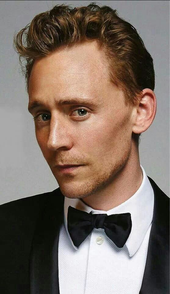 If I was Tom's wife, I couldn't keep my hands off that handsome face even if it would kill me to keep 'em on!