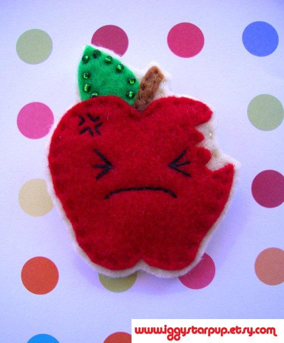 Un air kawaï pour cette pomme en feutrine
