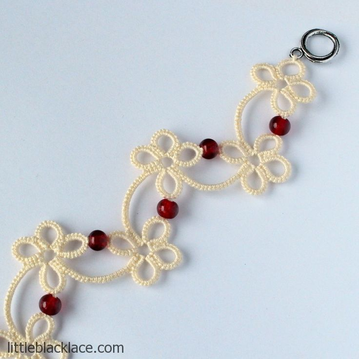 Handmade ecru bracelet with tatted flowers and beads