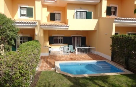 Excellent 2 bedroom townhouse south position, at Monte da Quinta, Quinta do Lago, Algarve.