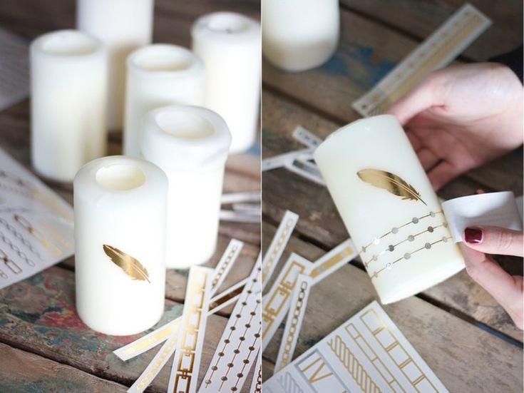 Kerzen verzieren mit goldfarbenem Feder Motiv
