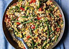 Paella verduras: This recipe showcases summer vegetables like courgettes and fresh peas. Sweet pimentón (ground red pepper) and saffron are essential to any authentic paella.