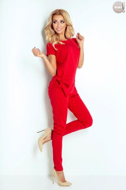Elegancki, czerwony kombinezon damski, uszyty z wysokiej jakości materiału, z tyłu zapinany na trzy guziczki. #spodnie #kombinezon #długi #elegancki #czerwony #kobieta #moda #trendy