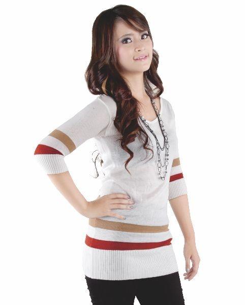 Belanja baju online menjadi trend sendiri saat ini.