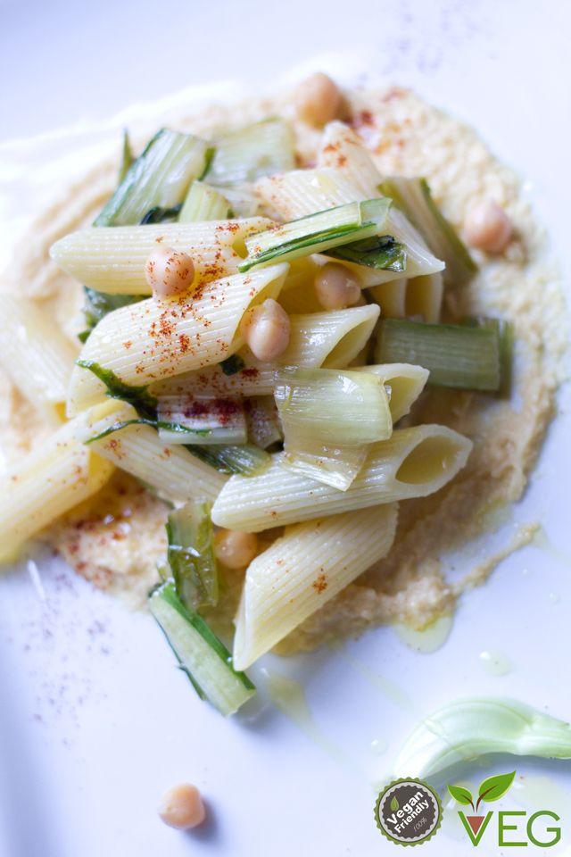 Pasta con cicoria su fonduta di ceci - le ricette di lacucinavegetariana.it