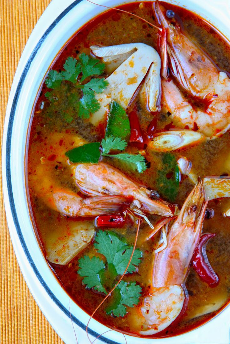 Thai popular dish - Tom Yam Kung : spicy shrimp soup, with video demo