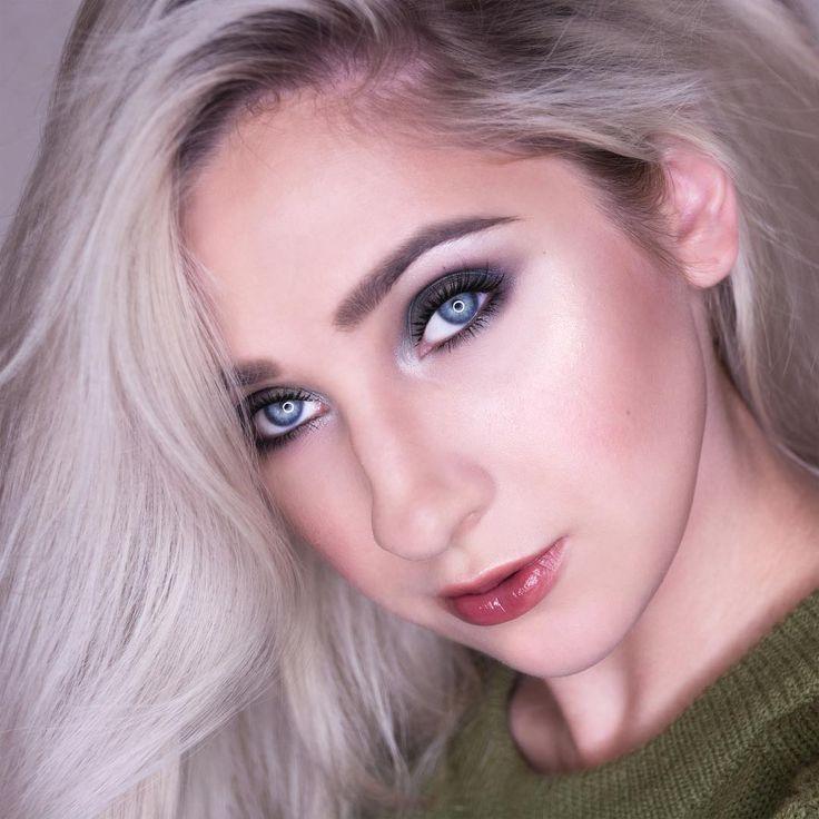 Green smokey eyes makeup