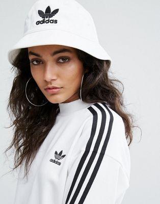 adidas Originals Logo Bucket Hat In White