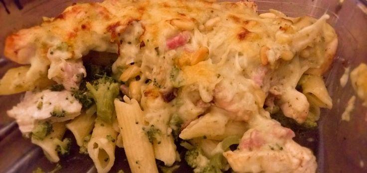 Deze pasta schotel met broccoli, kip en pesto is een absolute topper op tafel. Door de pestosaus wordt het nog meer smullen. Dit gerecht is ideaal voor kinderen, ze zullen... [Continue Reading]