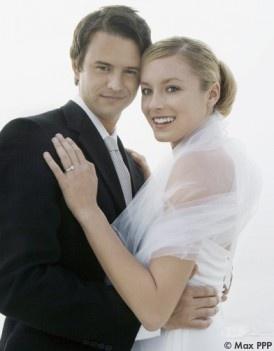 photo de couple. mariée avec étole