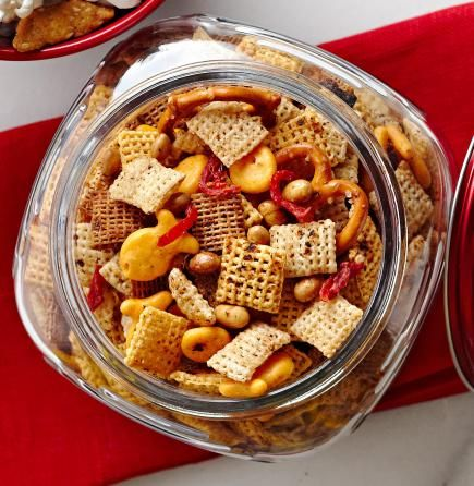 Cheesy Tomato Snack Mix: Great Idea for a Christmas food gift!