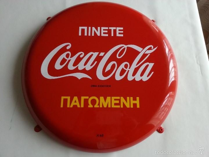 Coca Cola Placa Chapa de Grecia de 1965 Greek Coca Cola Button Sign - Foto 1