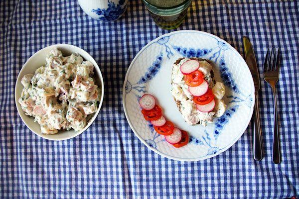 <p>Wienersalat, eller som mange kalder den, pølsesalat, er en rigtig…