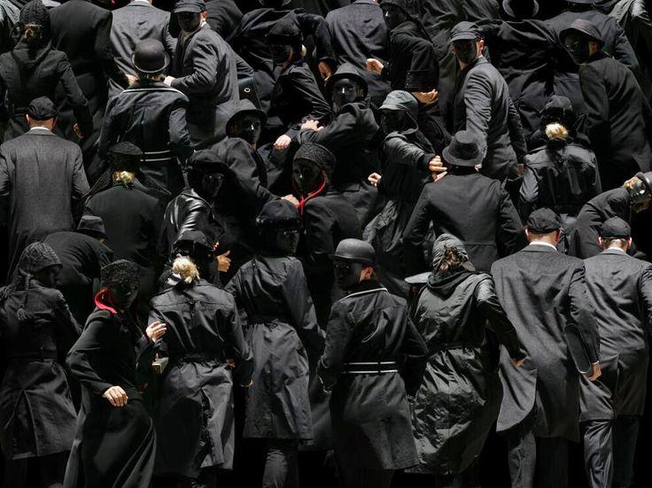 Фотоколлажи Клаудии Рогге о противостоянии личности и толпы