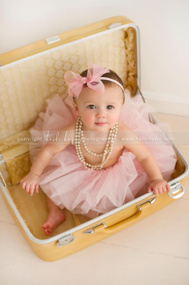 LOVE vintage suitcases for child/newborn photography. My two suitcases go with me to nearly every session.