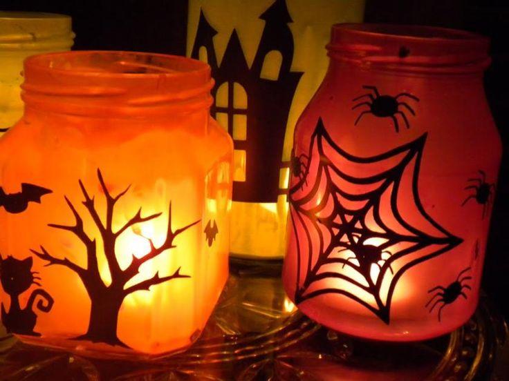 Wer Halloween Deko basteln möchte oder sich an Halloween zu sehr gruselt, dem können bunte Halloween Windlichter Wärme bringen. Ab zur Bastelanleitung!