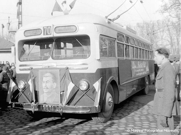 A 70-es trolibusz 1949. december 21-én a Városligetben. E napon indult meg a trolibusz közlekedése a Kossuth Lajos tér és az Erzsébet királyné útja között.