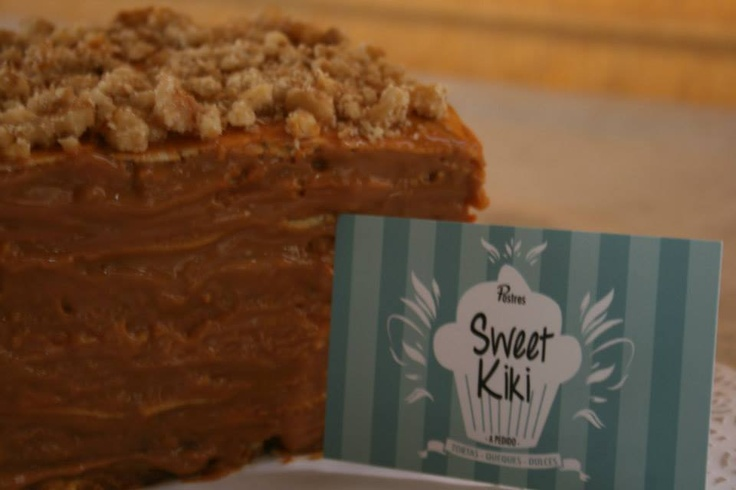 Torta de panqueque, manjar y nuez Buscanos en Facebook!