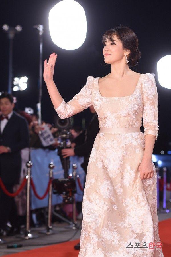 スポーツ韓国:ソン・ヘギョ「女神がいる場合、このような感じ」(2016 KBS演技大賞)