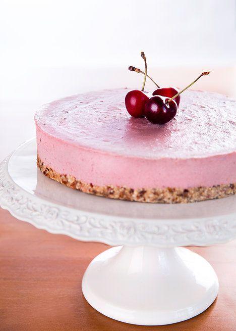 Oříškový koláč svou sametovou texturou připomíná cheesecake, ale neobsahuje mléko, mouku ani žádný cukr!; Mona Martinů