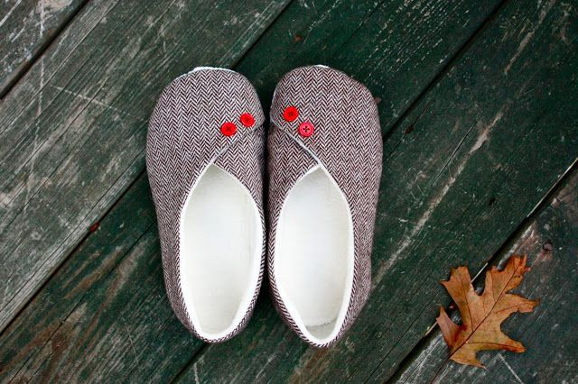 these would be great to make with felt!  Kimono Slippers