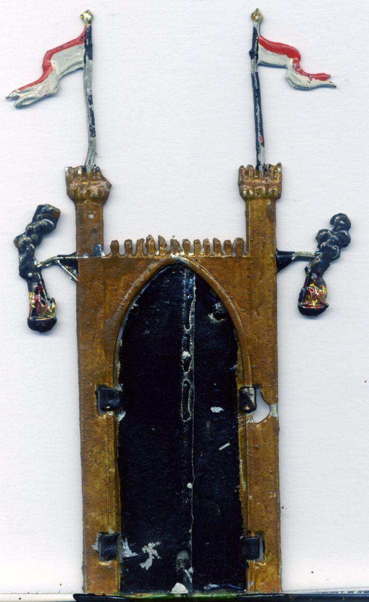 Spielzeug aus dem Jahre 1890.Burgtor.Mittelalter. Kellerfund.