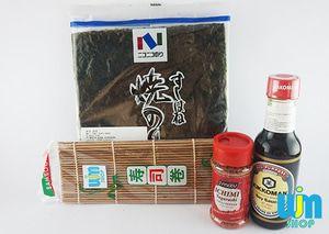 Nori + Ichimi + sushi mat + kikkoman Soy sauce - P. Komplit C1 Paket Komplit C1: - 1 Yaki Sushi Hane @10 lembar - 1 sushi mat coklat - 1 ichimi togarashi 40g - 1 kikkoman soy sauce 150ml